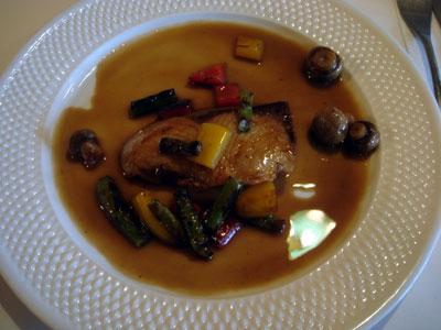 天然寒鰤のステーキ 色彩野菜のバルサミコソース