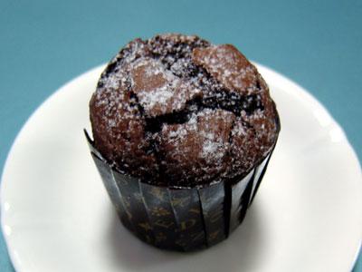 一見、普通のチョコケーキですが…